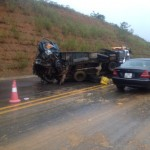 Xe ô tô đâm xe máy bị lật 3 người đi viện