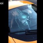 Video cậu bé dùng ván trượt đập vỡ kính siêu xe McLaren 650S Spider