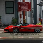Siêu xe Ferrari LaFerrari Aperta chạy thử trên phố