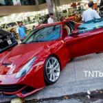 Siêu xe Ferrari F12 khó cho vào showroom ở Sài Gòn