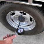 Lốp xe nổ khiến người đàn ông sửa xe mất mạng