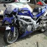 Bị ngã ngất xỉu vì thể hiện để chân lên yên xe máy