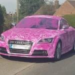 Chồng hay đánh vợ bị vợ sơn và viết lên xe Audi
