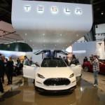 Xe Tesla Model X đâm vào hàng rào không bật chế độ tự lái ?