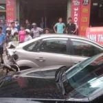 3 xe ô tô va chạm dính nhau ở Quảng Ninh