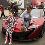 Sự thật cậu bé 4 tuổi được bố tặng siêu xe McLaren 446 triệu
