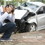 Người đàn ông bị xe ô tô đâm bay xa 15 Feet