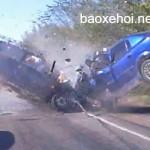 Mẹ mang bầu tai nạn bị bay ra khỏi xe sinh con khỏe mạnh
