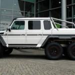 Siêu SUV 6 bánh Mercedes G63 AMG suýt đâm vào Rolls royce Phantom