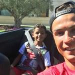 Ronaldo lái siêu xe đưa con đi chơi mừng vô địch siêu cúp