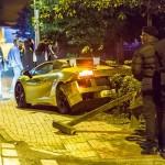 Siêu xe Lamborghini mạ vàng hiếm đâm hỏng xe Bentley