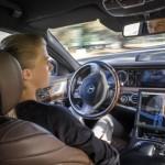 Chủ sở hữu xe sang Mercedes và Infiniti thích xe tự lái nhất