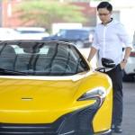 Xem thiếu gia Phan Thành trổ tài tăng tốc 4 siêu xe trong phố
