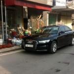 Xe sang Audi A6 bị tàu hỏa đâm ở Nam Định