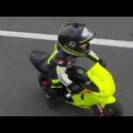 Video em bé 3 tuổi lái xe mô tô mini như tay đua chuyên nghiệp