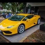 Siêu xe Lamborghini Huracan phóng tốc độ trên đường phố