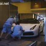 Đẩy siêu xe Ferrari 488 GTB vào nhà Cường đôla bằng tay