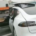 Thêm 1 vụ xe Tesla tự lái đâm vào đuôi xe rác tài xế tử vong