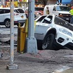 "Xe sang BMW X5 bị sập bẫy ""hố tử thần"""