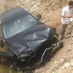 Xe sang Audi Q5 đâm ngang xe tải và bay xuống ruộng ở Hà Nam