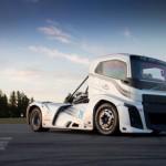 Video siêu xe tải nhanh nhất thế giới và xe tự lái rất hiện đại của Volvo