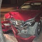 Tài xế buồn ngủ lái Mercedes C class húc đầu vào cây
