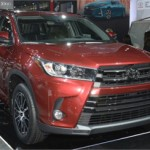 Khám phá xe Toyota bình dân của Trấn Thành và Hoài Linh