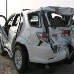 Lái xe Toyota Fortuner mải nghe điện thoại đâm vào xe Honda CR-V