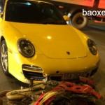 Siêu xe thể thao Porsche 911 Carrera mui trần bị tai nạn