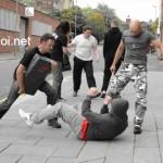 Phẫn nộ cặp đôi thanh niên đánh 1 người già giữa phố