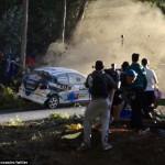 Xe đua địa hình Rally bay lên cắm đầu xuống đất hư hỏng nặng
