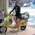 Dàn chân dài cực xinh đẹp ở triển lãm xe máy Milan