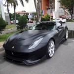 Cường đôla độ siêu xe Ferrari F12 Berlinetta màu đen nhám