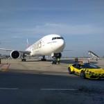 Siêu xe Lamborghini Huracan làm xe dẫn đường trong sân bay