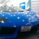 Siêu xe Lamborghini Aventador màu xanh Lemans ra biển