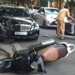 Xe Mercedes đâm liên hoàn 4 người đi xe máy ở Hà Nội
