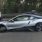 Siêu xe BMW i8 hỏng cua tốc độ cao tai nạn