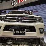 Toyota Hilux 2016 giá bán rẻ 697 triệu đồng ở Việt Nam