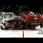 Nissan Versa 2016 khá an toàn khi gặp tai nạn đâm thẳng