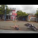 Mẹ đèo con bị xe phóng nhanh đâm mạnh khi đang sang đường