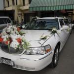 Đại gia Nha Trang dùng xe Limousine Lincoln Town Car rước dâu