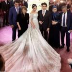 Choáng váy cưới của con gái tỷ phú Nga giá 13 tỷ đồng
