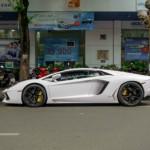Phản ứng của người đi đường khi nhìn thấy siêu xe Lamborghini Aventador