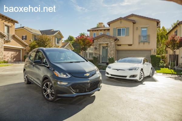 So Snh 5 Khc Bit Gia 2 Xe In Tesla Model 3 V Chevrolet Bolt