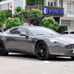 Siêu xe sedan Aston Martin Rapide màu độc mới ra biển ở Sài Gòn