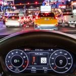 """Audi ra mắt công nghệ """"mắt thần"""" nhìn thấy đèn đỏ tự dừng lại"""