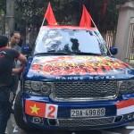 Xe sang Range Rover Autobiography cổ vũ đội tuyển Việt Nam