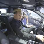 Trấn Thành lái xe sang Mercedes S500 đưa Hari Won về nhà