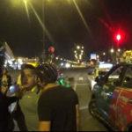 2 chiến sĩ Cảnh sát truy đuổi chiếc taxi bị cướp trên phố