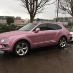 Xe siêu sang Bentley Bentayga màu hồng nữ tính tuyệt đẹp